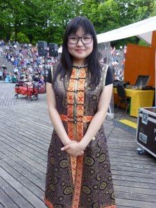 Khukh Mongol in München. Nomingoo Zolzaya moderierte das Konzert